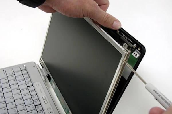 15€ για τον έλεγχο και την αντικατάσταση της χαλασμένης οθόνης του φορητού σας υπολογιστή μαζί με έναν έλεγχο καλής λειτουργίας του μηχανήματος, για να λειτουργεί πάντα σαν καινούργιο από το έμπειρο τμήμα service υπολογιστών του My-Shop.gr στο Μαρούσι!