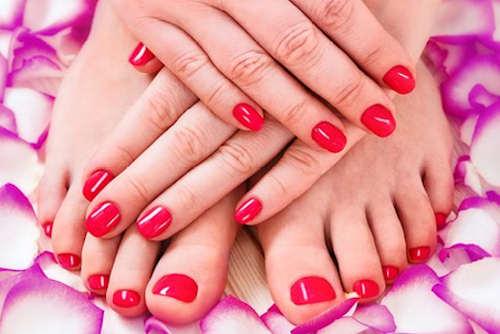 22€ για τρία (3) ημιμόνιμα μανικιούρ ή δύο (2) πεντικιούρ με επιλογή απλό ή Γαλλικό, πολλά σχέδια και χρώματα στο Χαλάνδρι, για να έχετε τα νύχια στα χέρια και τα πόδια σας περιποιημένα. Αρχική αξία της προσφοράς 50€. Έκπτωση 56%.