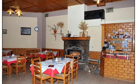 24€ για ένα γεύμα 2 ατόμων λίγα μόλις λεπτά μακριά από την Αράχωβα που περιλαμβάνει μία σαλάτα, ένα ορεκτικό και δύο χορταστικά κυρίως πιάτα, στην ταβέρνα το Χάνι του Ζεμενού. Αρχική αξία 40€.