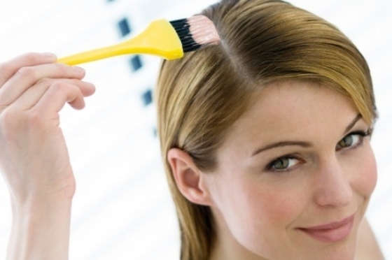 19€ για μία βαφή μαλλιών σε ρίζα - άκρη, λούσιμο με σαμπουάν που θα ενυδατώσει και θα κλειδώσει το χρώμα στα μαλλιά σας και ένα χτένισμα ίσιο ή φλου στην περιοχή του Νέου Κόσμου κοντά στο σταθμό του μετρό. Αρχική αξία 78€.-Έκπτωση 75%.